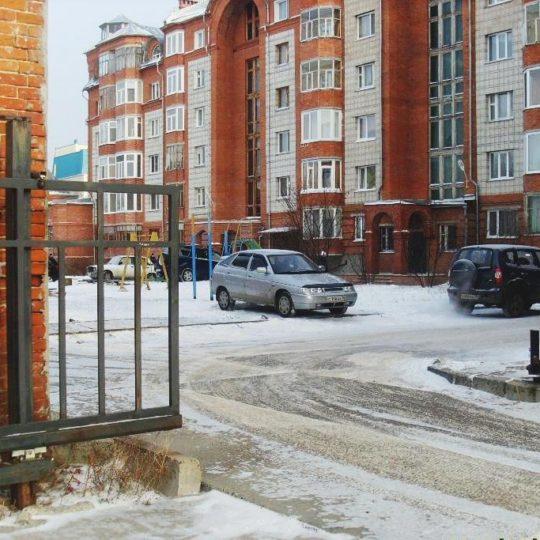 http://stroitelstvo.tomsk.ru/wp-content/uploads/2017/01/ворота-3-1-540x540.jpg