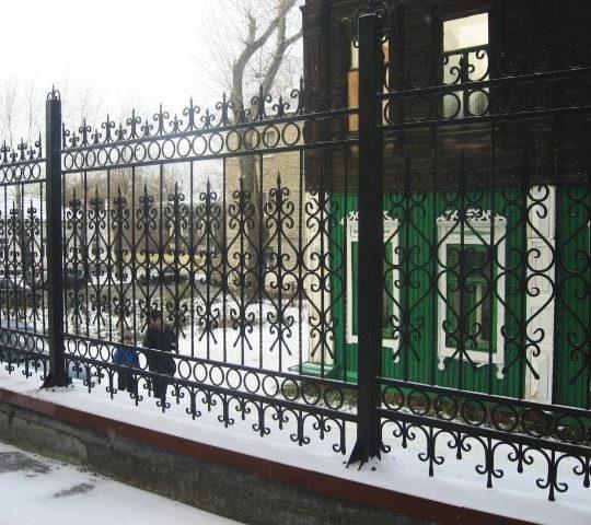 http://stroitelstvo.tomsk.ru/wp-content/uploads/2017/01/забор-6-540x480.jpg